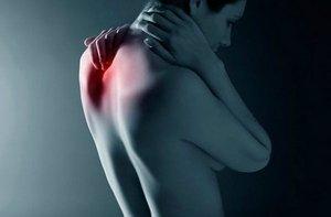 Одна из причин, которая связанна с болями в районе лопаток - это неврологические проблемы