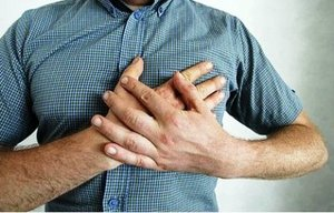 Одна из причин болей в лопатках - стенокардия