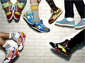 Спортивные кроссовки на ногах