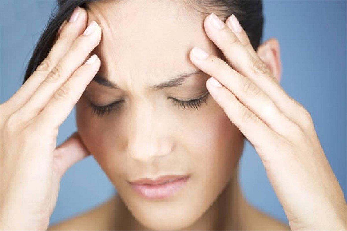 Человек с головной болью