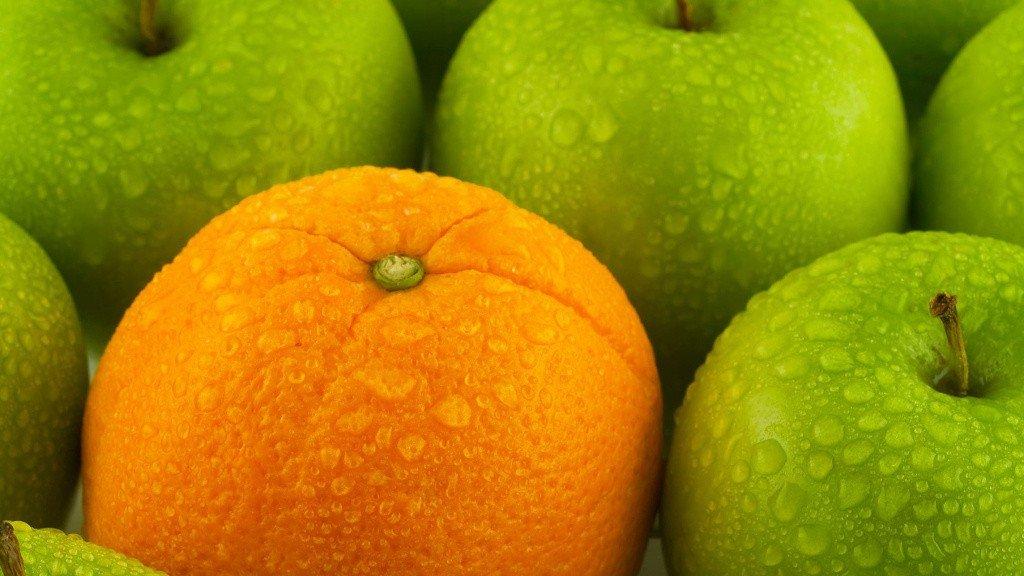 Апельсин среди яблок