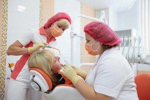 Человек на приёме у стоматолога