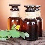 масло чистотела и веточка чистотела