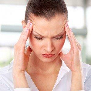 женщина с мигренью