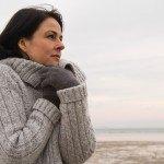 женщина в свитере