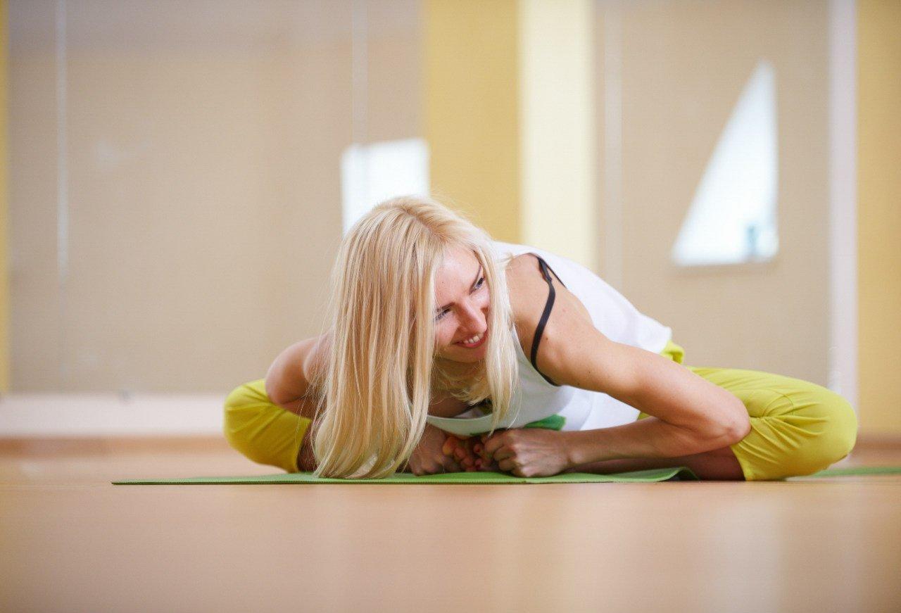 Йога: целебная восточная практика при сколиозе