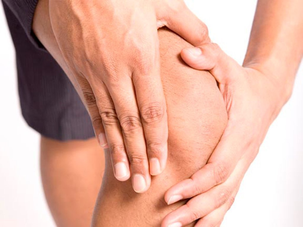 Боль в коленном суставе при ходьбе: причины возникновения боли в коленях при ходьбе, распространенные заболевания, которые вызывают боль в колене при ходьбе, лечение заболеваний коленного сустава