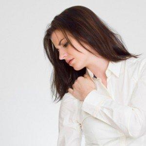 Почему возникают болезненные ощущения под правой лопаткой