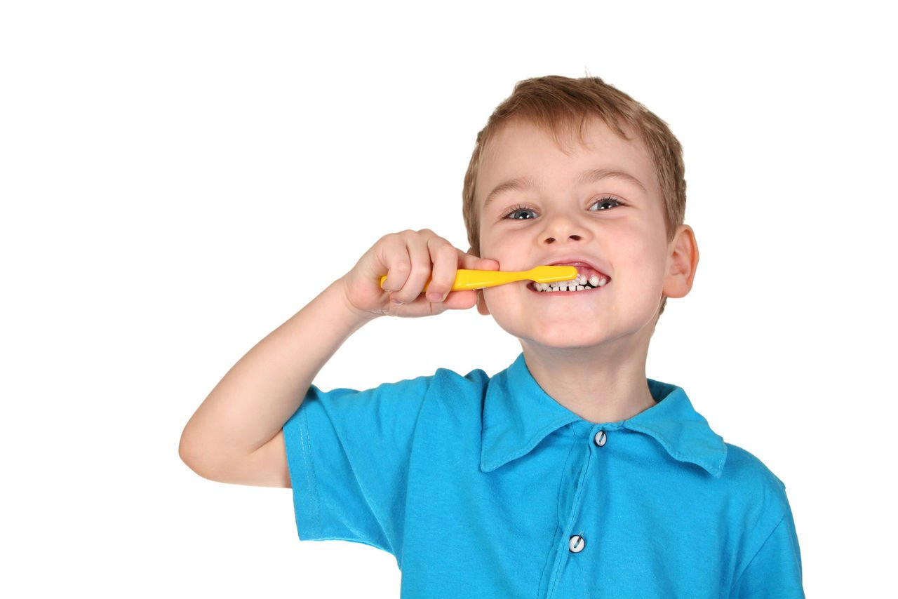 О чём говорит налёт на зубах ребёнка?
