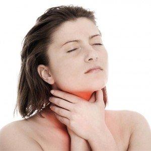 У человека болит горло