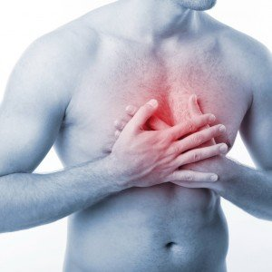 У человека болит грудина