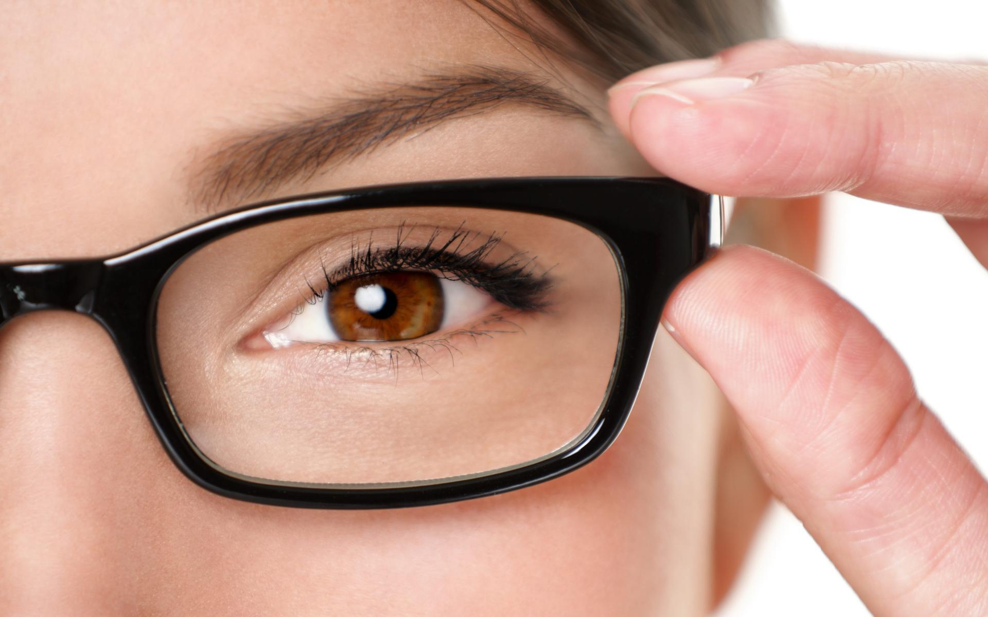 Ангиопатия сетчатки глаза: причины, симптомы, лечение и другие особенности