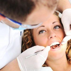 На приёме стоматолога