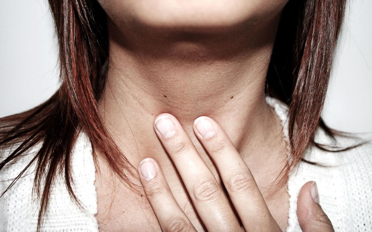 Почему возникает ком в горле при остеохондрозе шейного отдела, и как от него избавиться