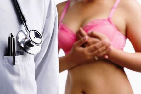 Фонендоскоп и женский торс