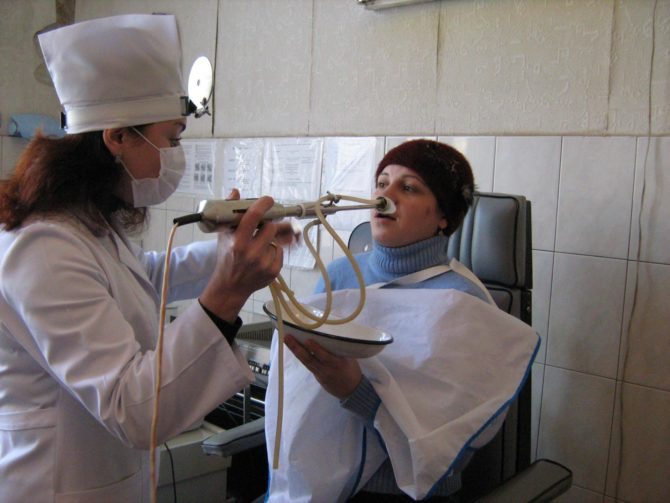 Женщина в процедурном кабинете