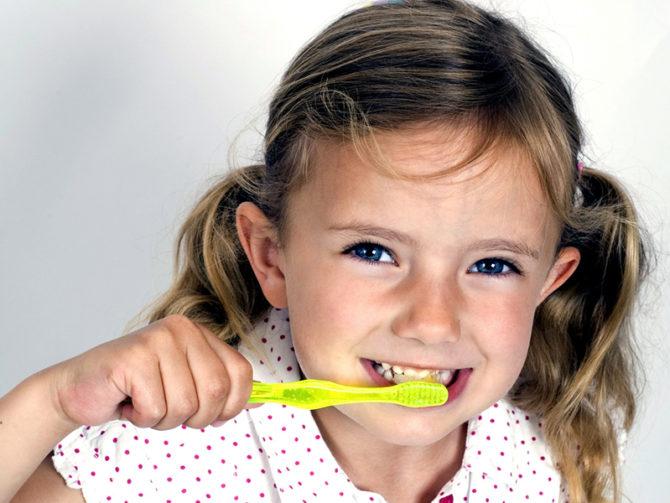 белый налёт на зубах у детей