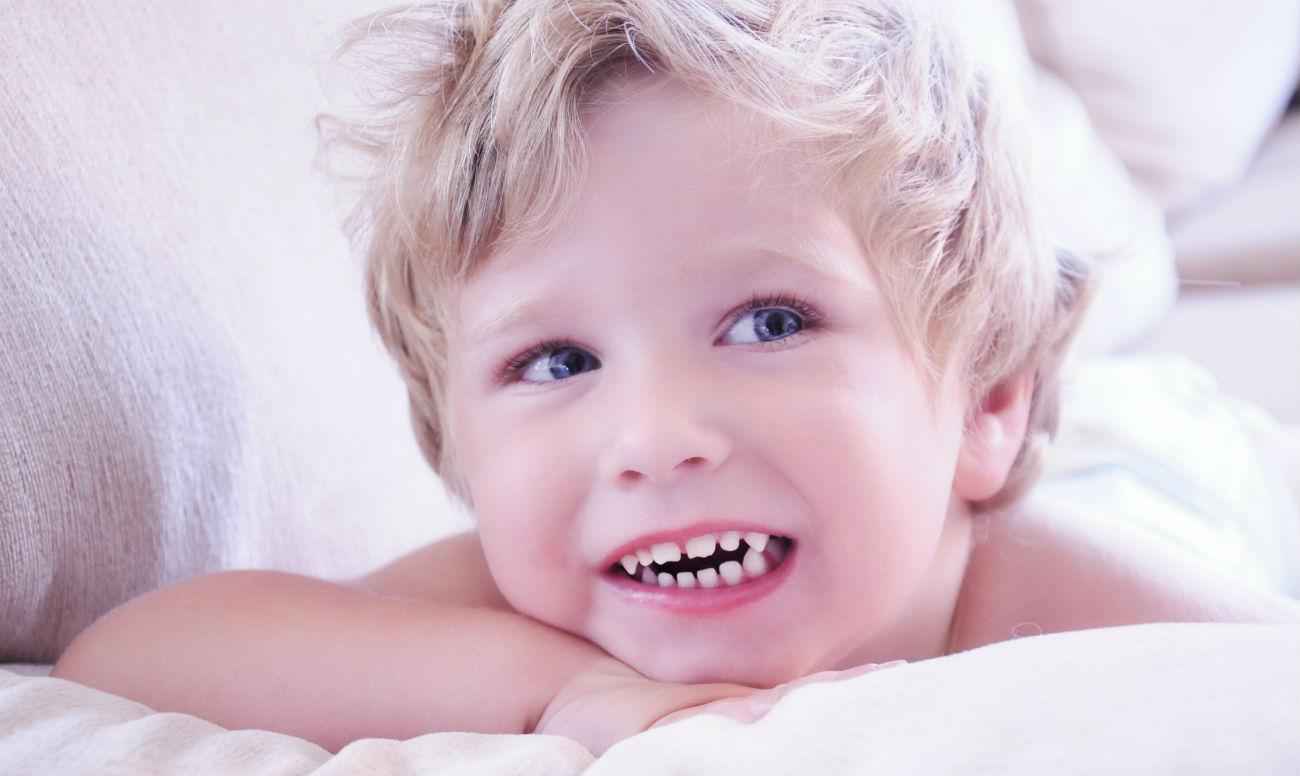 Как должны вылезать зубы у ребенка фото