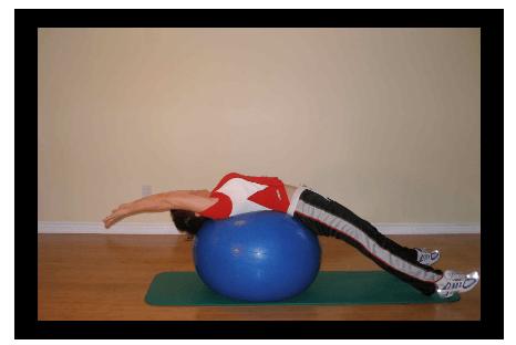 Упражнение на растяжку спины на фитболе