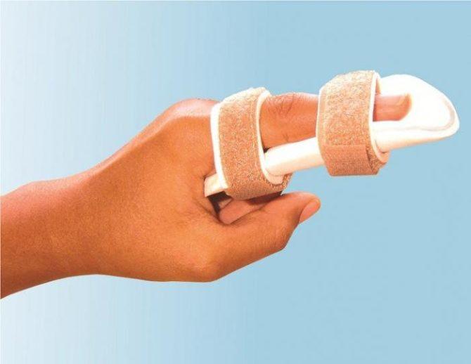 Палец, зафиксированный шиной