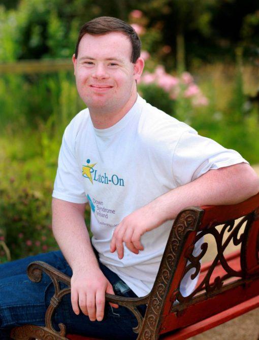 Взрослый человек с синдромом Дауна