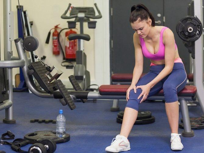 Девушка повредила колено на тренировке