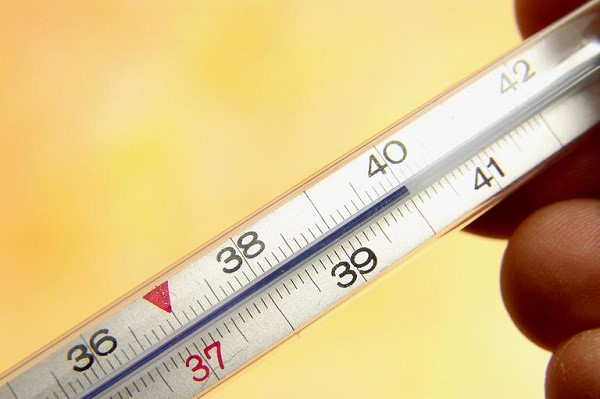 Градусник показывает высокую температуру