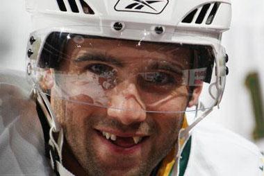 Хоккеист без зубов