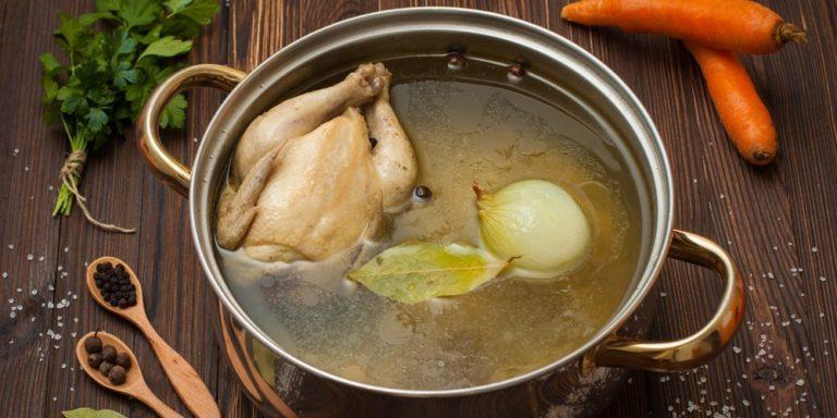 Из чего лучше варить куриный бульон