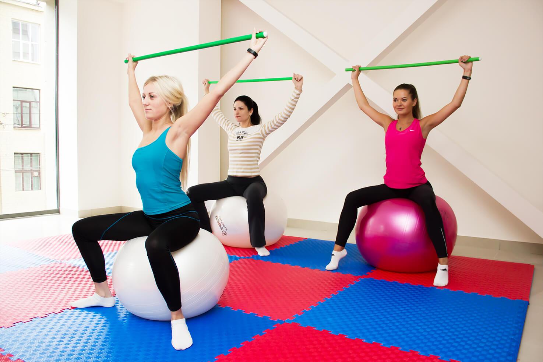 Какие упражнения помогают при грыже позвоночника