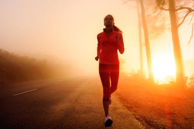 Спортсменка на пробежке
