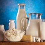 Молочные и кисломолочные продукты: молоко, кефир, йогурт, творог, сыр