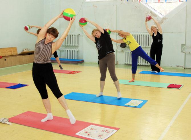 Занятия лечебной физкультурой в зале