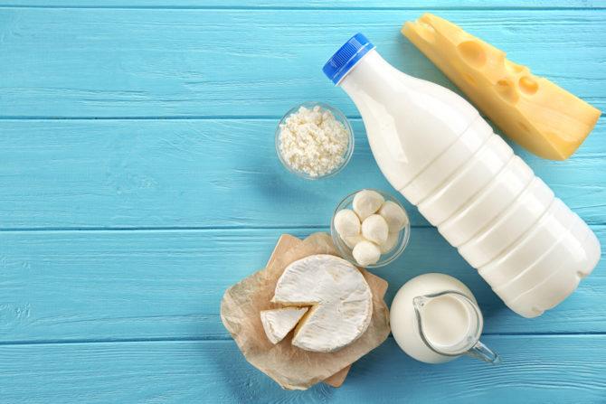 Молочные и кисломолочные продукты: сыр, молоко, творог, масло, сметана