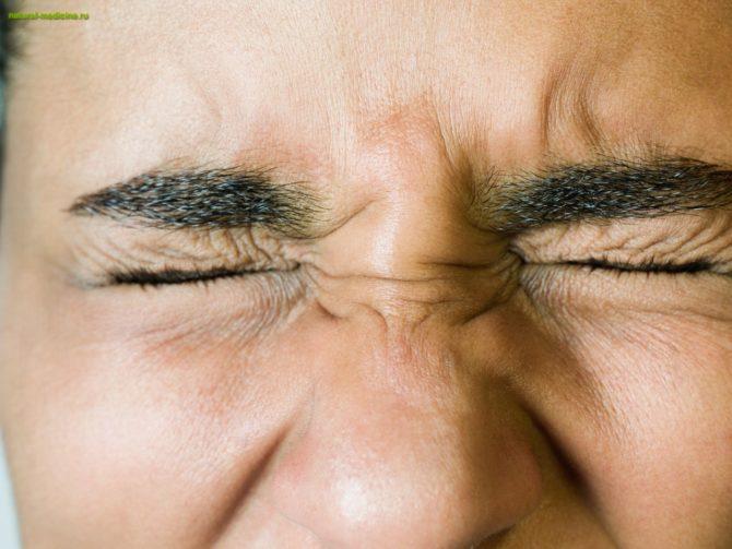Зажмуривание глаз