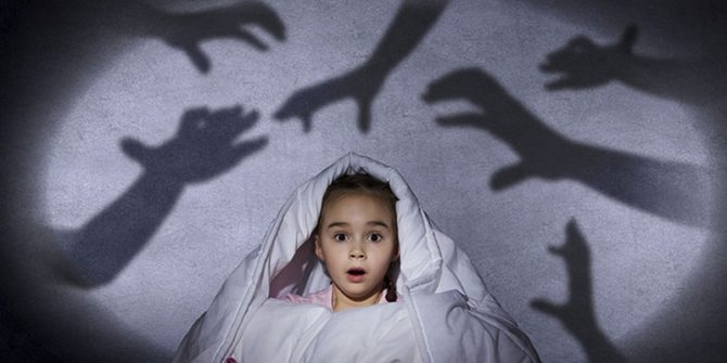 Девочка боится