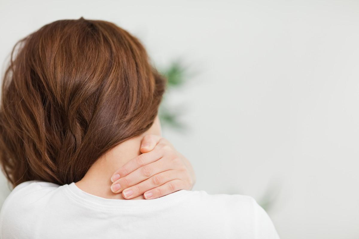 Кривошея у взрослых: как бороться с проблемой