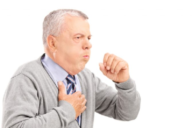 Человек кашляет