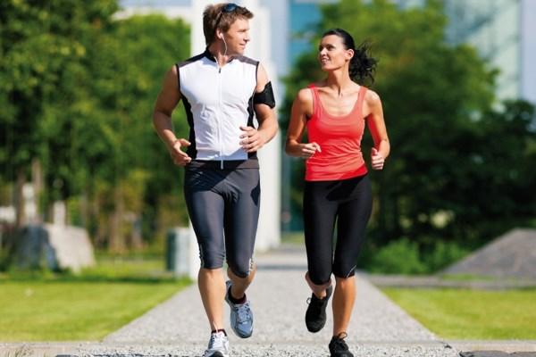 Парень и девушка на пробежке