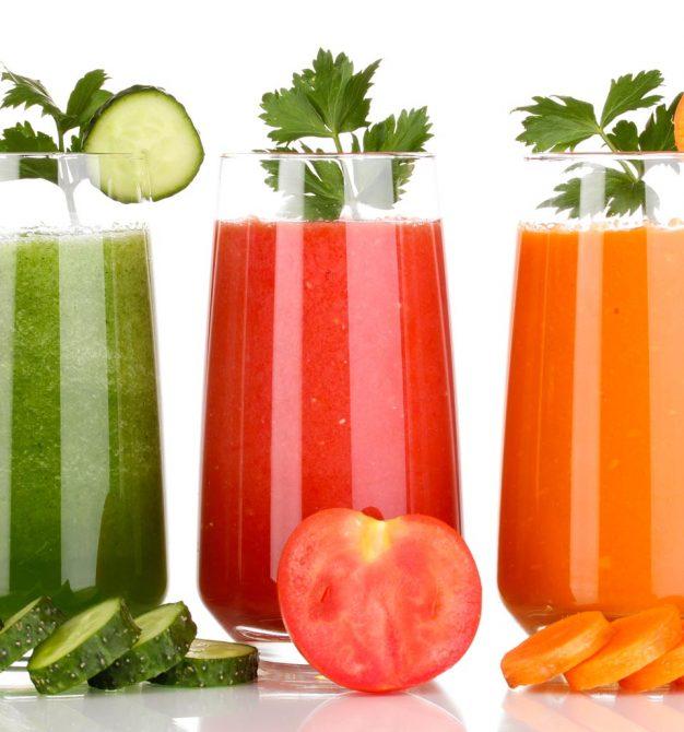 Натуральные соки в трёх стаканах