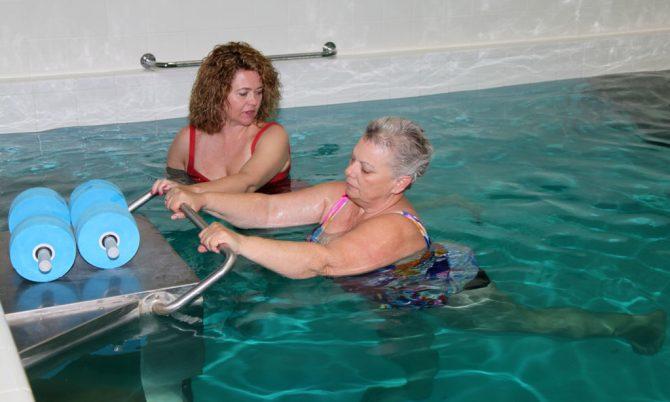 Занятия ЛФК в бассейне