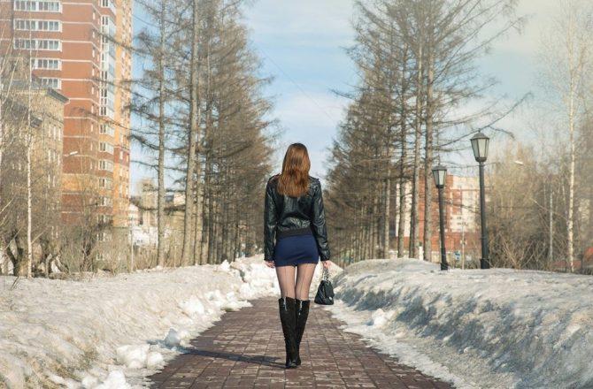 девушка к короткой юке зимой